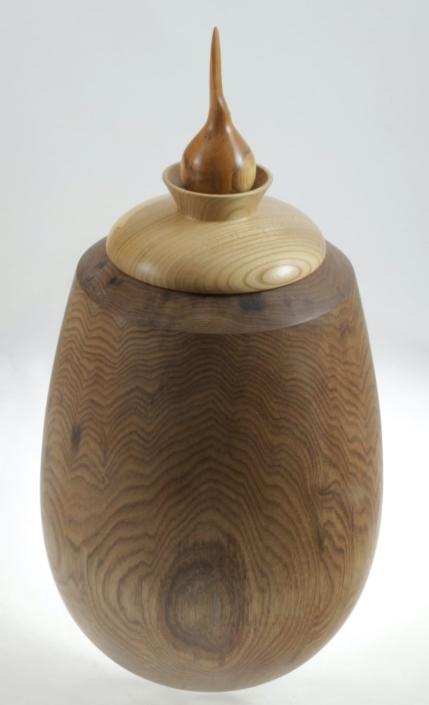 Urne funéraire en bois - #98-Noyer Cendré 7.75 x 14.5po.