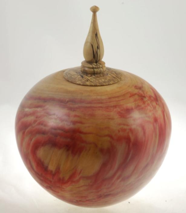 Urne funéraire en bois - #100a-Erable à Giguère 9 x 7.25 po.-250po3