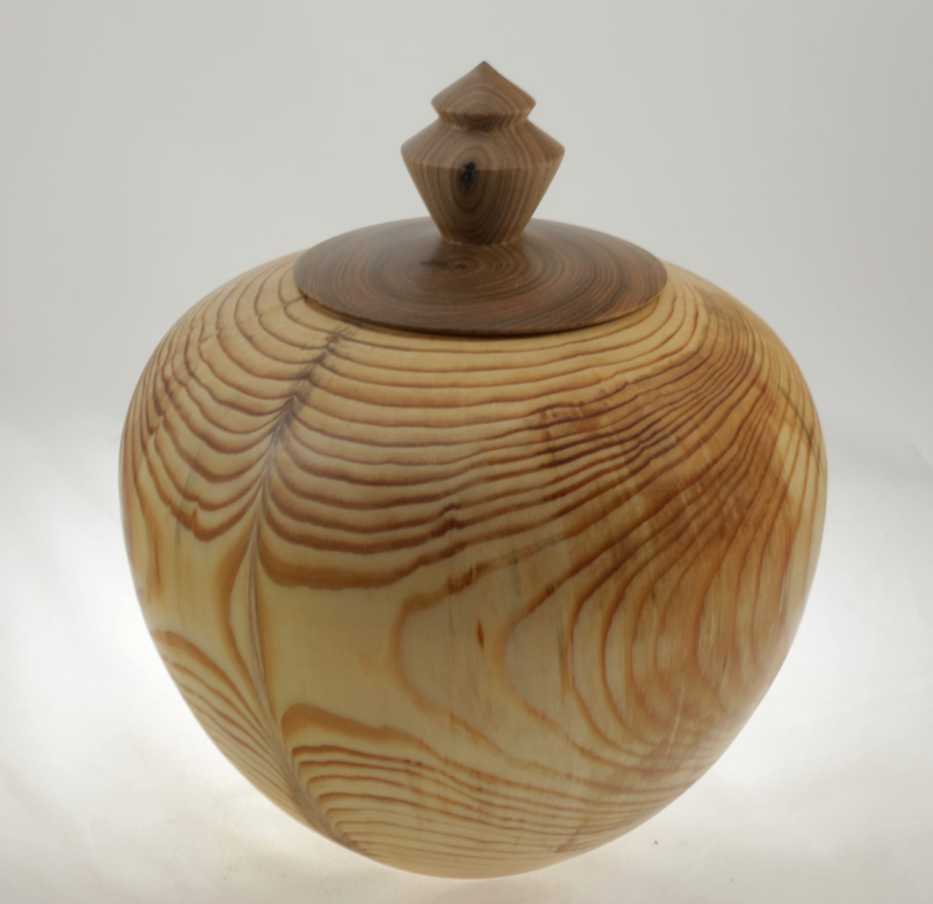 Urne funéraire en bois - #106a-Pin 9 x 7.25 po.-250po3